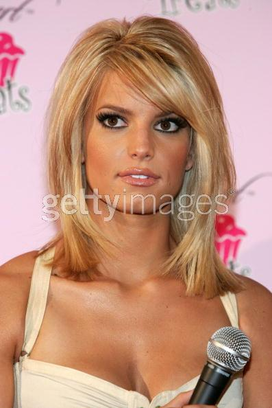 """Celebrity Hairstyles For Round Face"