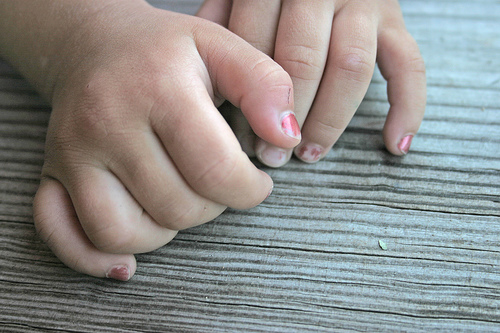 how to grow healthy fingernails
