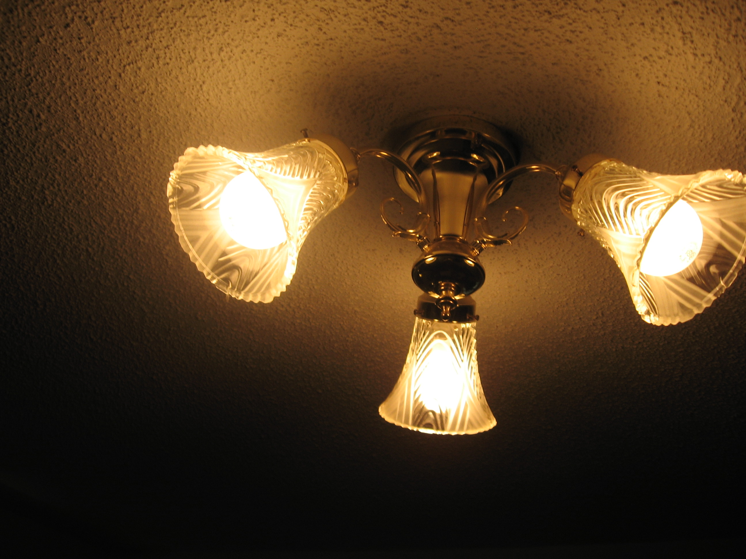 how to install a ceiling light fixture ehow uk. Black Bedroom Furniture Sets. Home Design Ideas