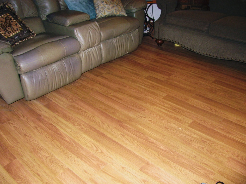 How to lay laminate floor tiles