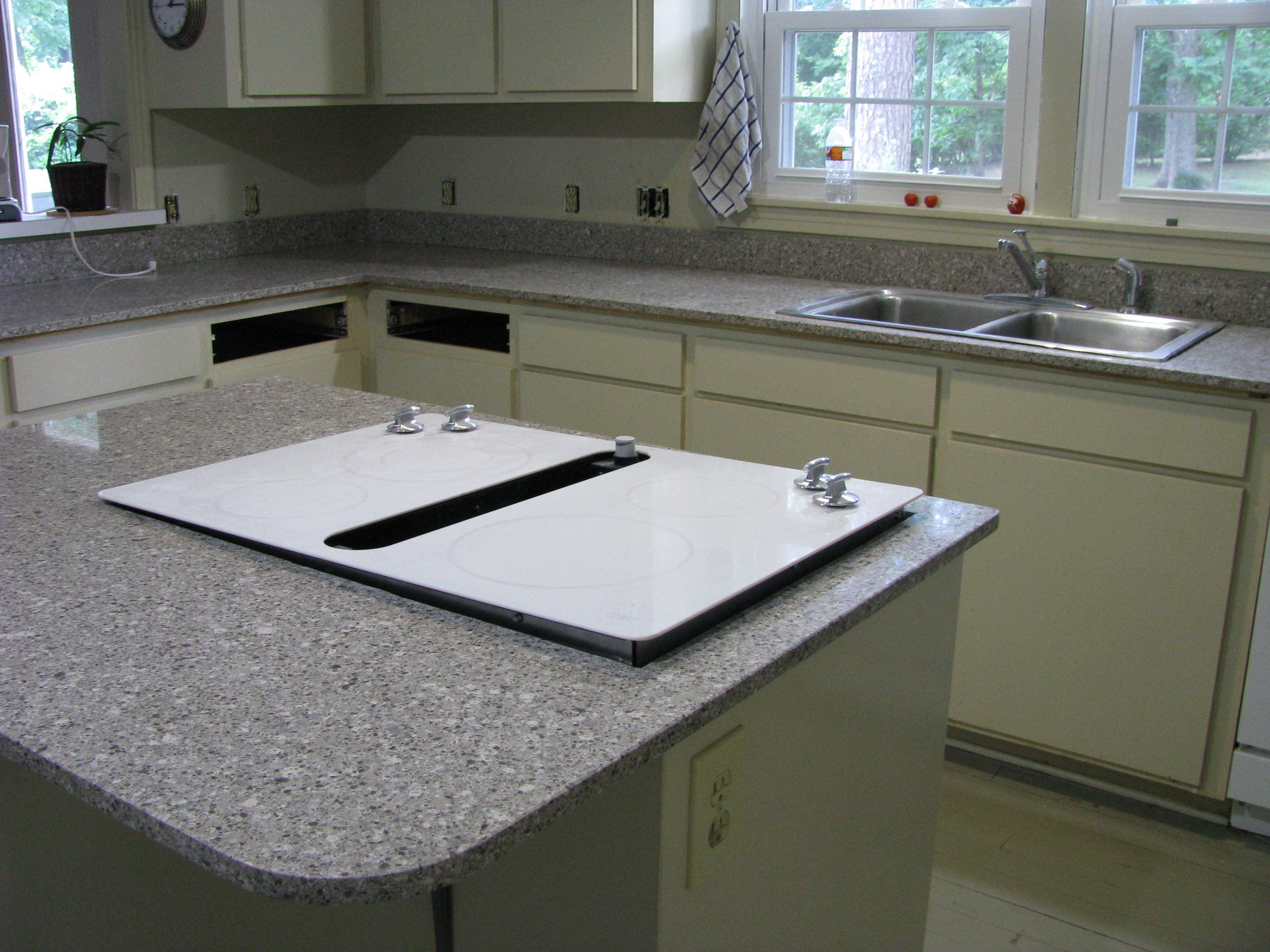 Do it yourself corian countertop repair ehow uk for Corian countertops