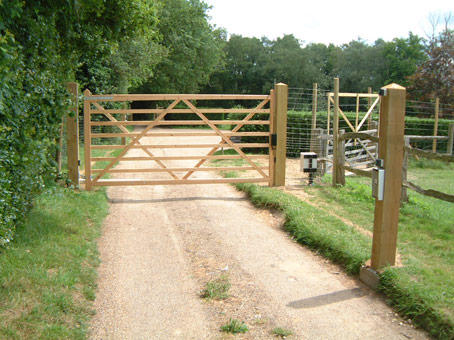 how to build a driveway wood gate ehow uk