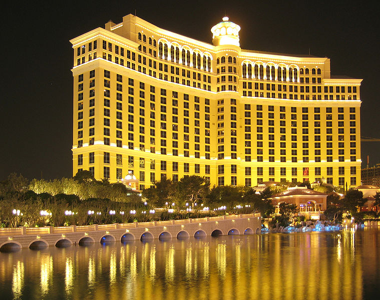 Free Shuttle From Las Vegas Airport To Luxor Hotel