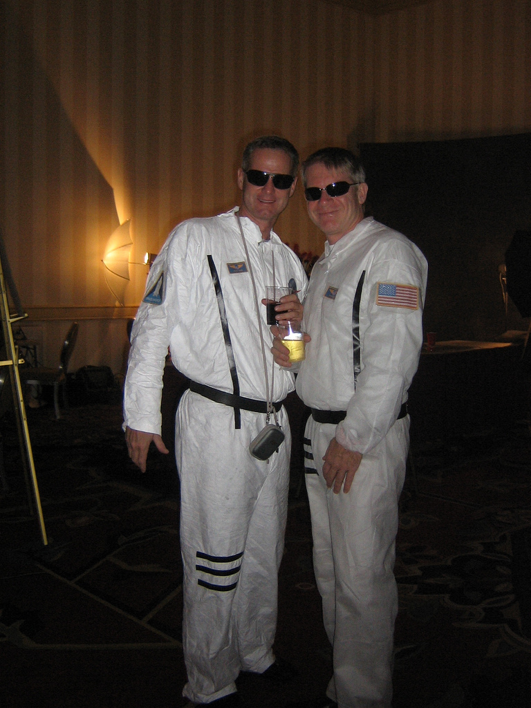 quick homemade astronaut costume - photo #4