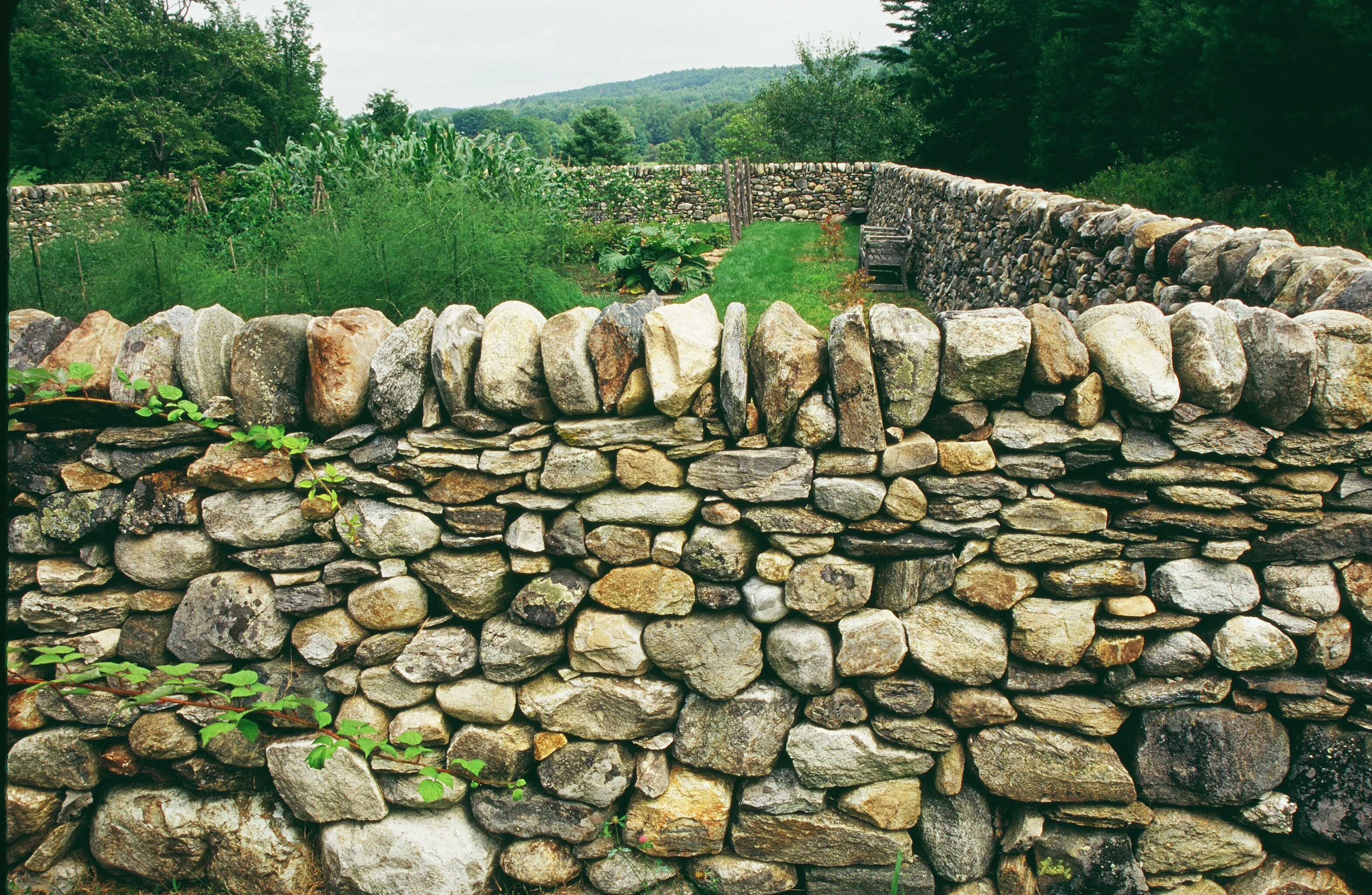 Stone Wall Construction : How to build a dry stone wall ehow