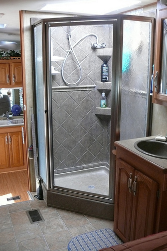 The Best Ways To Clean Glass Shower Doors Ehow Uk