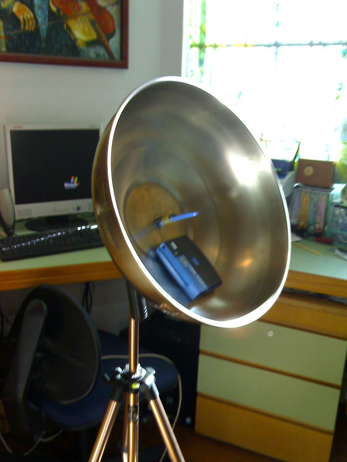 Homemade parabolic tv antenna car interior design - Antena satelite interior ...