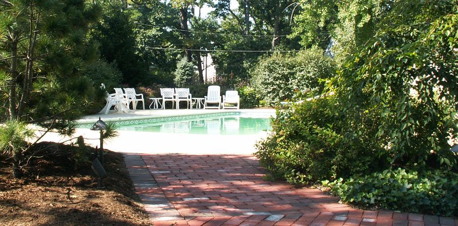 Landscaping Ideas Around Screened Pool : Ideas for designing landscaping around a swimming pool