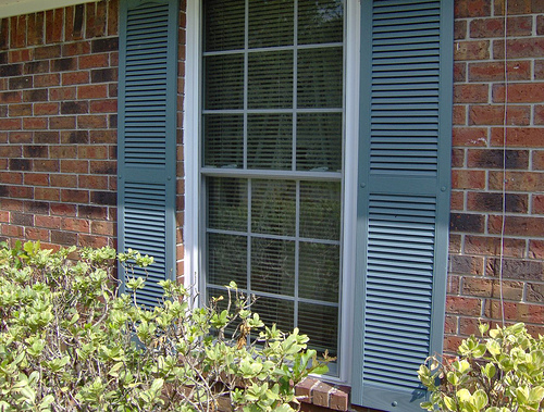 How To Install Vinyl Shutters On Brick Ehow Uk