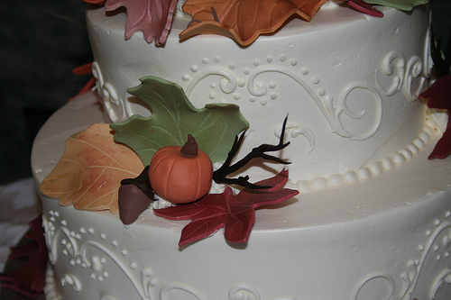 Autumn cake decorating ideas ehow uk for Autumn cake decoration