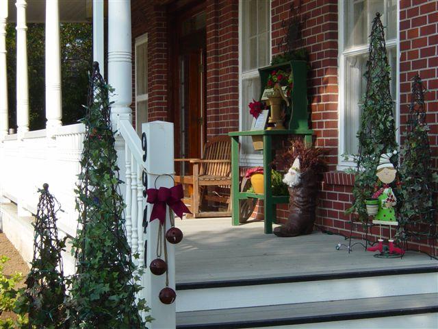 C mo decorar un porche en navidad ehow en espa ol - Como decorar un porche abierto ...