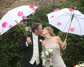 How to Decorate an Umbrella for a Wedding