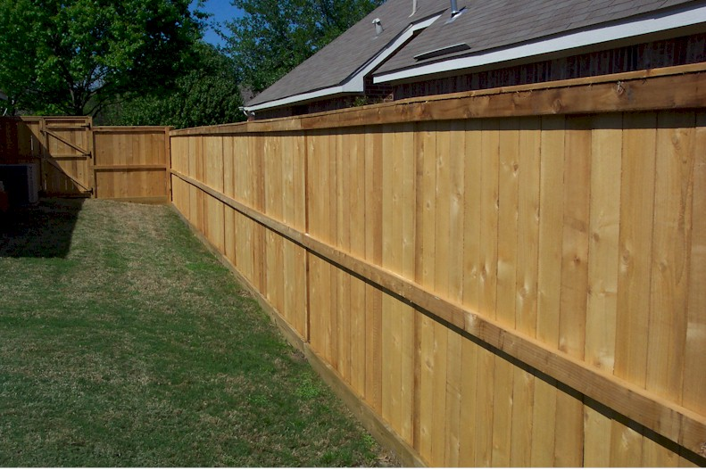 how to design a wood privacy fence garden guides. Black Bedroom Furniture Sets. Home Design Ideas