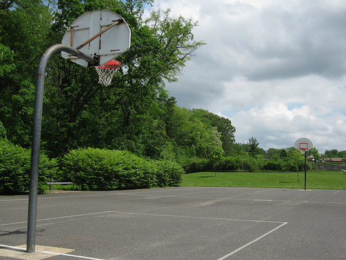 Build Basketball Court In Backyard : How to Build a Backyard Basketball Court  eHow UK
