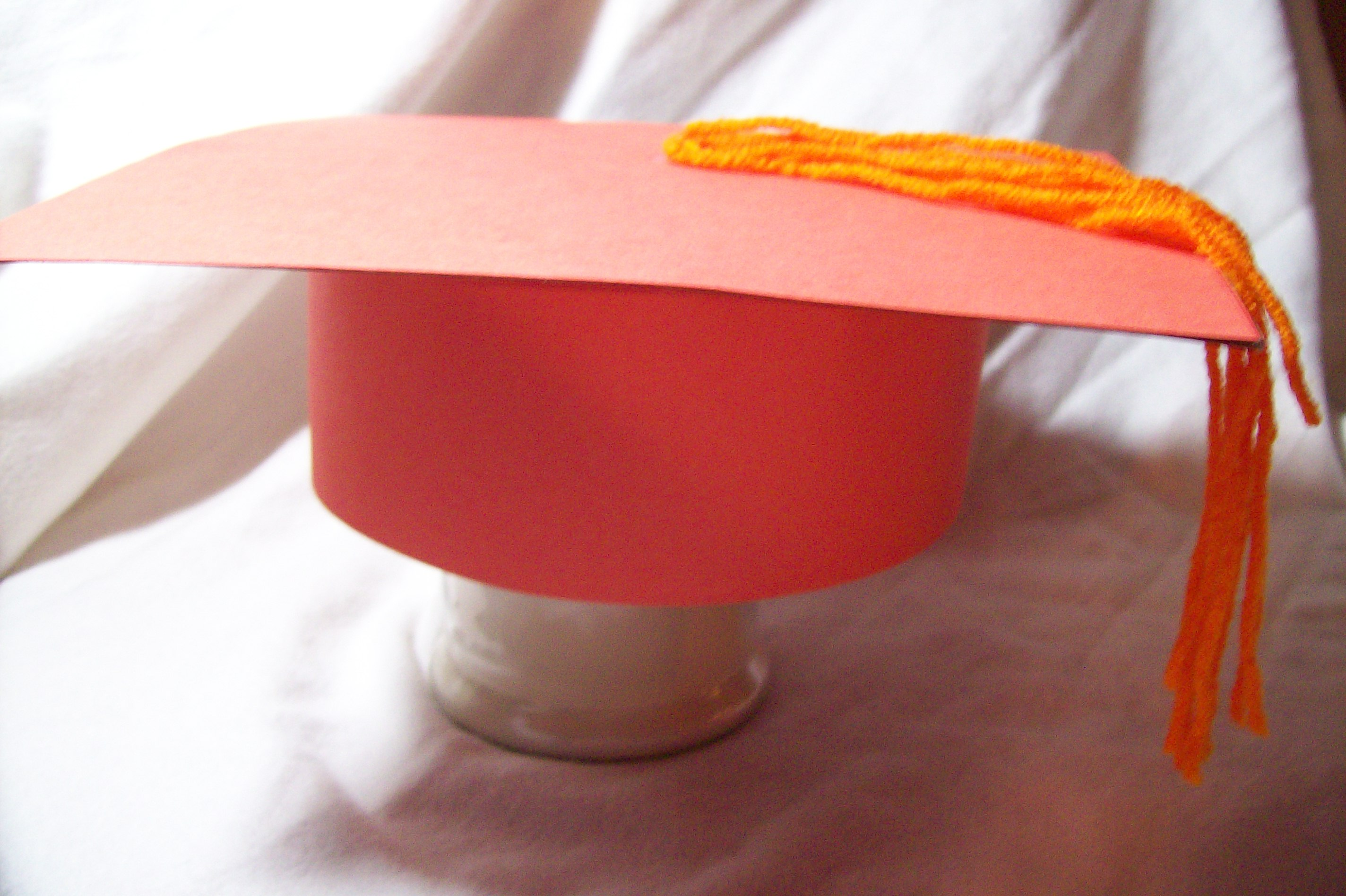 paper graduation cap This paper graduation cap is a nice craft to make for preschool graduation, or to add extra decoration to a graduation gift.