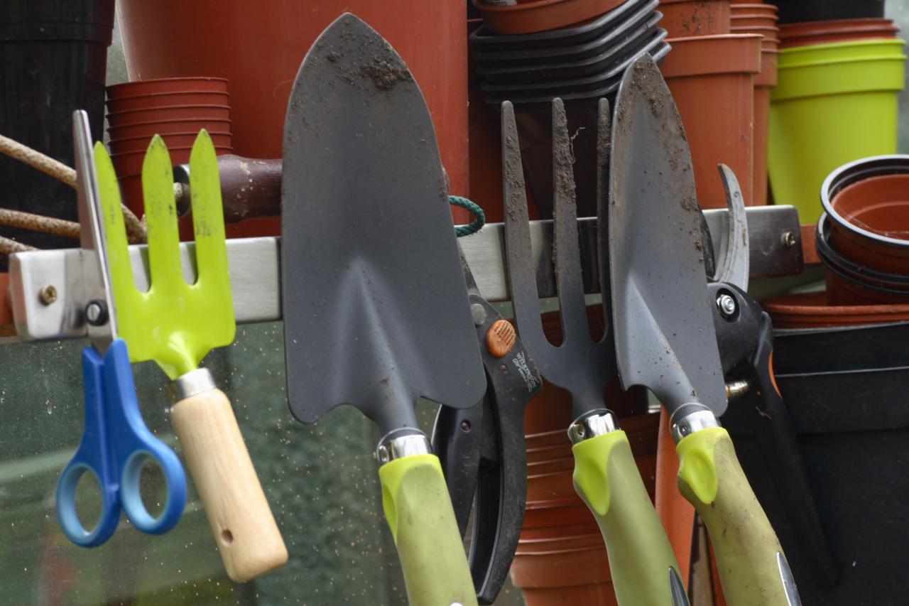 Vegetable garden tools garden guides for Vegetable garden tools