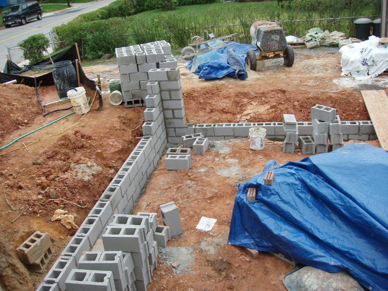 C mo construir una casa de bloques de cemento ehow en for Construir muro de bloques