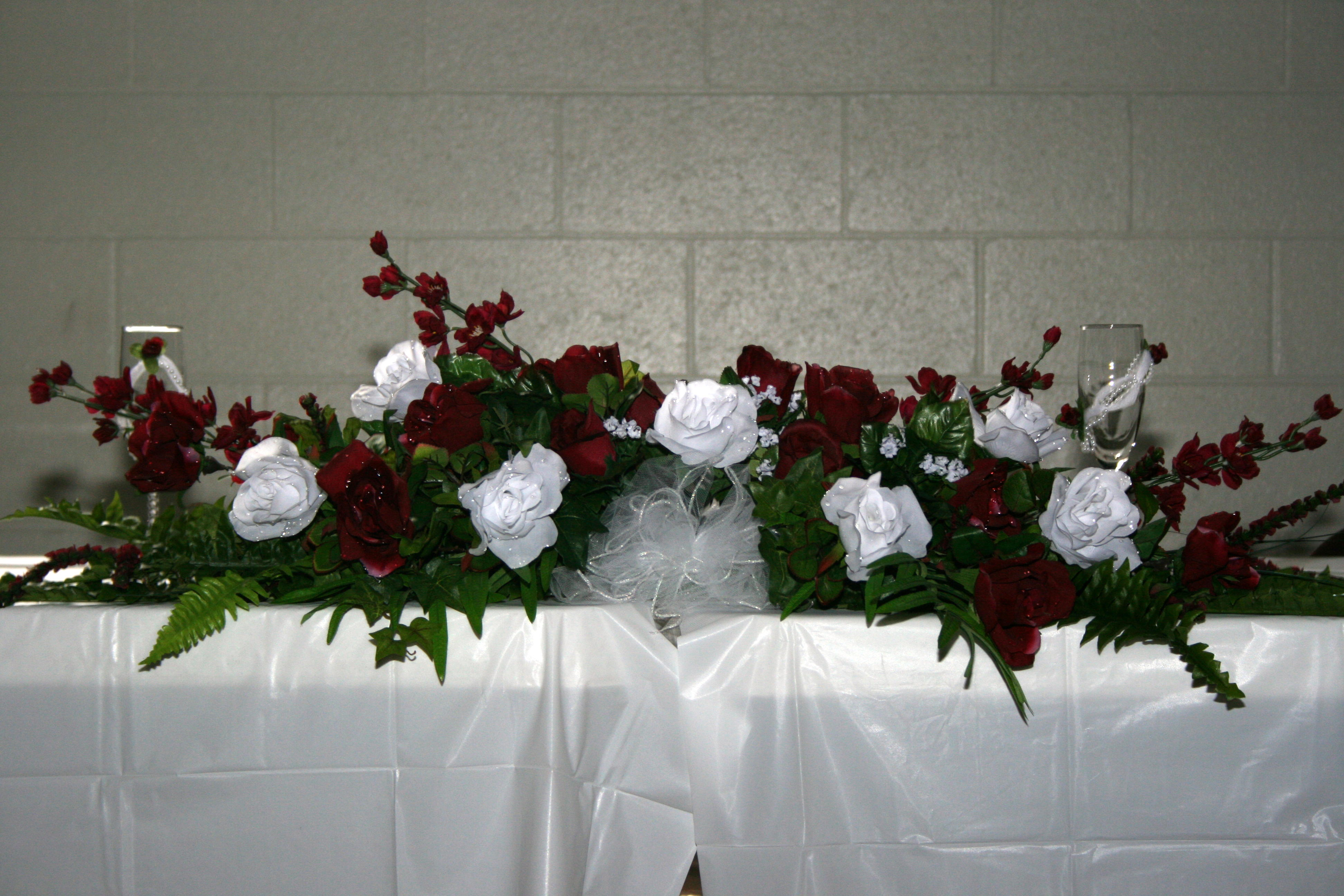 How To Arrange A Wedding Table